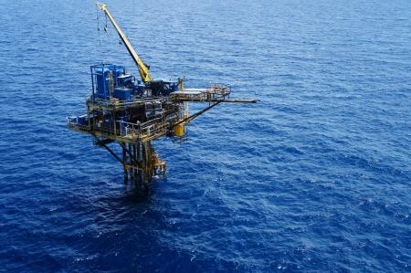 torres petroleras: Tres patas de aceite y la Plataforma de Producci�n de Gas