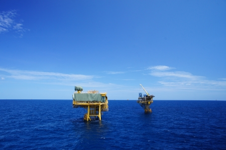 pozo petrolero: Plataformas Offshore producción de aceite y gas (industria del petróleo)