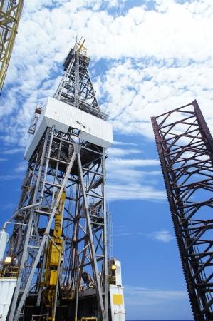 oil derrick: Derrick of Offshore Drilling Rig, Rig Leg and Working Crane