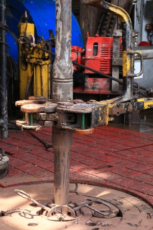drill floor: Drill pipe and rig tong on the rig floor while making up for drilling