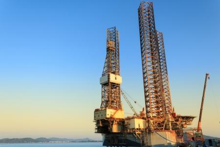 jack up: Jack up oil drilling rig in the shipyard for maintenance