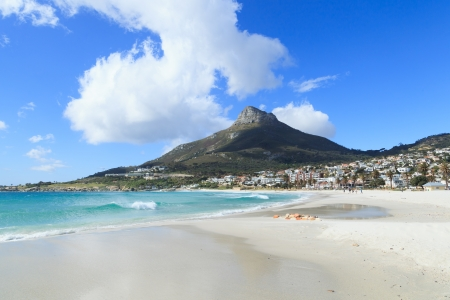 Beautiful Camps Bay Beach and Lion Head Mountain Chain, Cape Town, South Africa Standard-Bild