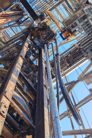 oilrig: Top Drive System (TDS) and Drill Pipe for Oil Drilling Rig