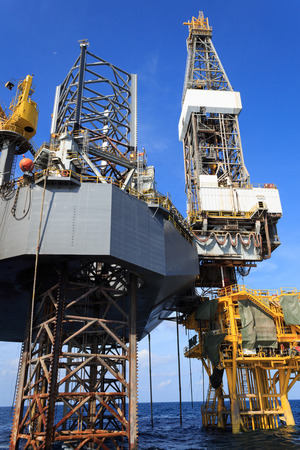 jack up: Offshore Jack Up Drilling Rig Over The Production Platform in The Middle of The Sea