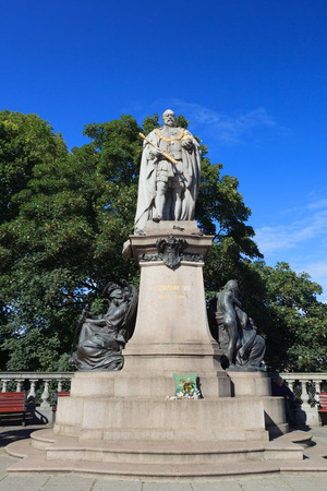 king edward: ABERDEEN SCOTLAND - 17 SEPTEMBER 2015 King Edward VII Statue on Union Street in Aberdeen on September 17, 2015. It is the Aberdeen's most elaborate granite sculpture. Editorial