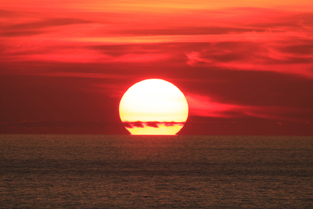 Grote Zon op zonsondergang
