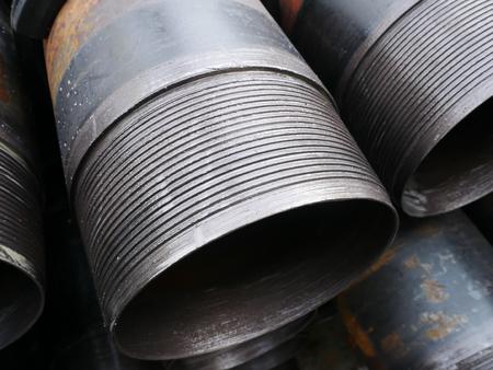 pozo petrolero: Pila de conexi�n conjunta revestimiento del pozo de petr�leo al ras (extremo de la pata) paquetes