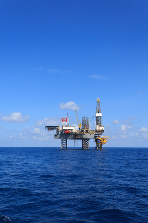 drilling well: Offshore Jack Up Drilling Rig Over The Production Platform in The Middle of The Sea