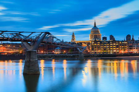 saint pauls cathedral: Millennium Bridge leading to Saint Pauls Cathedral during sunset in central London, UK