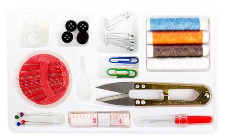 kit de costura: Kit de costura en el fondo blanco Foto de archivo