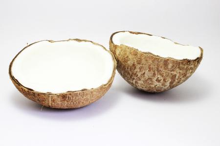 witte achtergrond: kokosnoot op witte achtergrond