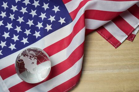United states flag with crystal glass globe on wood background, 4th of July concept Banque d'images - 130903809