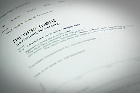 ビジネス コンセプト: 言葉の嫌がらせ、間近で、選択と集中