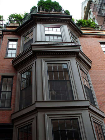 Beautiful trio of bay windows of brownstone on Bostons Beaccon Hill. Imagens