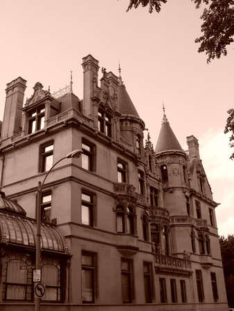 Similar to homes built on New Yorks Fifth Avenue, it was modeled after Chenonceaux, a chateau located in the Loire Valley of France, and represents the only example of the