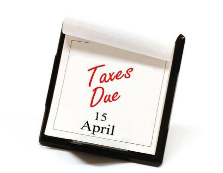 calendario escritorio: Recordatorio de los impuestos adeudados sobre un calendario de escritorio Foto de archivo