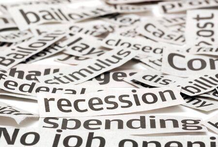 economia: Titulares de noticias en una mala econom�a. Atenci�n se centra en la recesi�n t�tulo