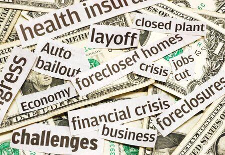 ニュースのヘッドラインやお金、経済不況の中を表す
