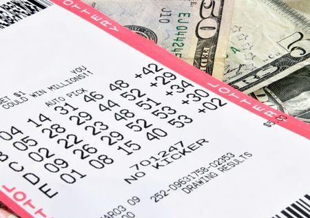 Estado billete de lotería y dinero en efectivo Foto de archivo