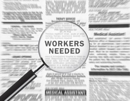 Los trabajadores necesitan anuncios a través de una lupa