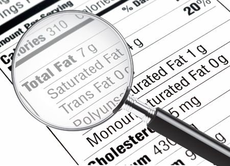 grasas saturadas: Información de nutrición están estudiando bajo una lupa  Foto de archivo