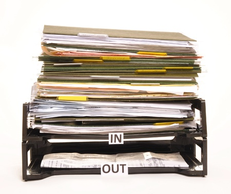 registros contables: Entradasalida cuadro con m�s papel fluyendo en que fuera. Concepto de demasiado trabajo entrante  Foto de archivo