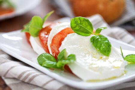 カプレーゼ サラダ