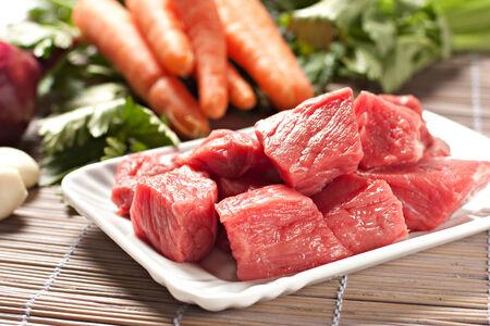 伝統的な牛肉の原料のシチュー レシピ