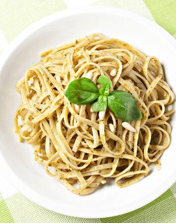 pinoli: Spaghetti al pesto