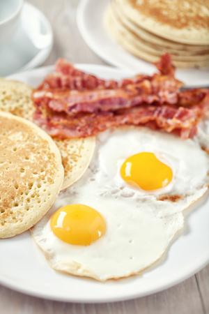 ベーコンと卵のパンケーキ