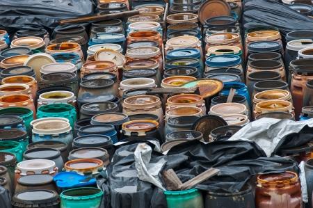 residuos toxicos: Foto de un vertedero de residuos qu�micos con un mont�n de barriles