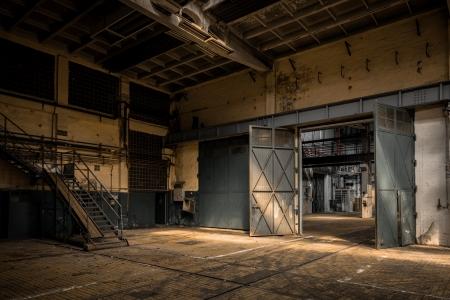 오래 된 공장 건물의 산업 인테리어 스톡 콘텐츠