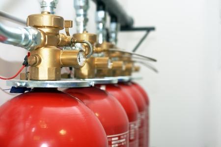 Grote CO2 brandblussers in een kamer Stockfoto