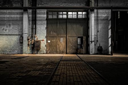 古い工場建物の工業用インテリア 写真素材