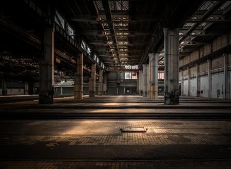 edificio industrial: Nave industrial grande de una estación de reparación de vehículos Foto de archivo