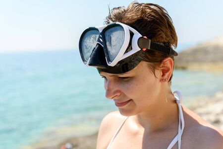 scuba woman: Scuba diver woman cant see because of the sun