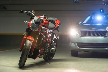Foto van een motorfiets parkeren in garage