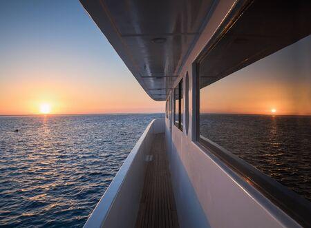 Korytarz luksusowego jachtu