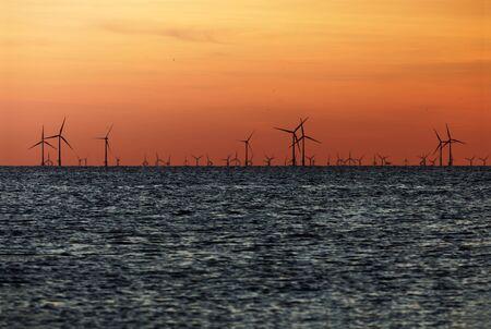 Windfarm on the sea at sunset closeup footage 免版税图像 - 134624715