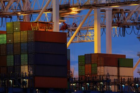 Large industrial port with many cranes and cargo containers Imagens