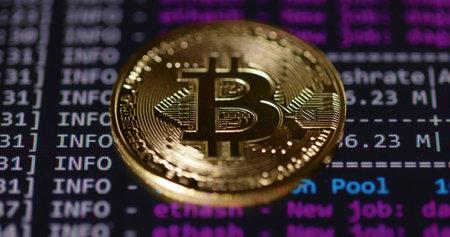 Physical bitcoin close up photo Imagens