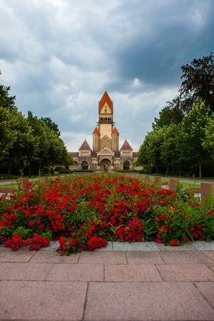 crematorium: Südfriedhof is, with an area of 82 hectares, the largest cemetery in Leipzig.