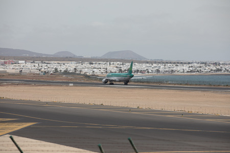 luft: ARECIFE, SPAIN - APRIL, 15 2017: AirBus A320 of Aer Lingus ready to take off at Lanzarote Airport