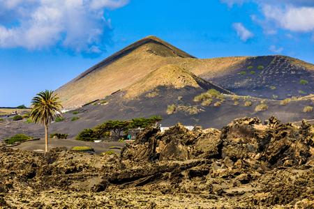 ランサローテ島の火山の風景の美しい色。