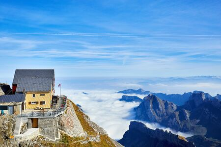 Mountain hut on the Santis and view of the surrounding Alps 版權商用圖片 - 138210699