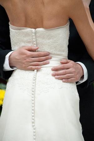 Bride and Groom montrer de l'affection Banque d'images - 10748820