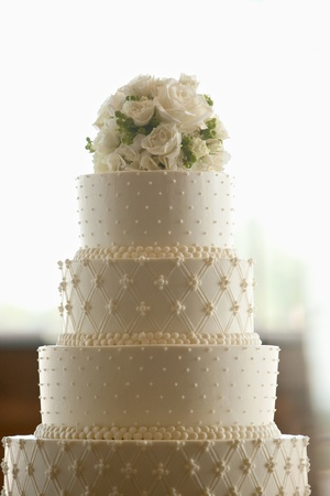 Wedding Cake with Flowers on Top Standard-Bild