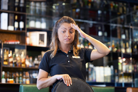 The barmaid was mistaken with the order. Emotion sozheleniya and resentment. The waitress in surprise, she did not get a tip. The client deceived the barmaid with a tip. The concept of service.