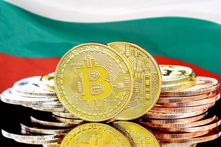Concept for investors in cryptocurrency and Blockchain technology in the Bulgaria. Bitcoins on the background of the flag Bulgaria. Zdjęcie Seryjne - 124964476