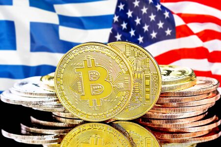 Concept for investors in cryptocurrency and Blockchain technology in the Greece and United States of America. Bitcoins on the background of the flag Greece and US. Zdjęcie Seryjne - 124964504